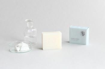 お風呂で温めた肌をやさしく洗う、優しい石鹸。 肌タイプに合わせて6つの中から選べるので、お気に入りのものを探してみましょう。