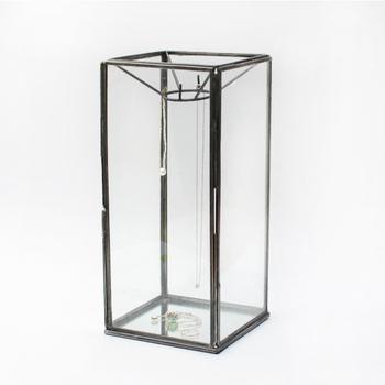 アンティーク調のフレームが素敵なガラスケース。底にはガラスが貼られているので、アクセサリーの輝きを高めてくれます♪