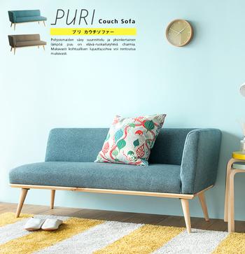 背もたれに対して座面の部分が長く、寝転がることができるソファのこと。  ゆったりくつろぐことが目的のソファなので、座面や背もたれに柔らかい素材が使われているものが多いです。