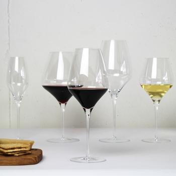 ワイン好きなら誰もが憧れるZWIESEL 1872(ツヴィーゼル1872)のTHE FIRSTシリーズ。ワイン本来の味わいを最大限に引き出すべく工夫が施されており、熟練した職人技が光る逸品です。