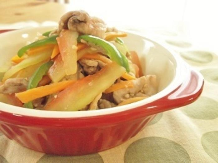 瓜のような味わいのスイカの皮は、炒め物にも使えます。チリパウダーでメキシカンな味わいに。