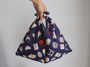 直線縫いだけで作れるあずま袋は簡単なのにお役立ち。お弁当はもちろん、ちょっとしたおもたせを包むのにもぴったり。
