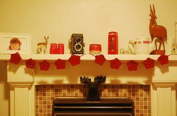 温かみのある赤の毛糸を使ったガーランドは、クリスマスの飾りにもぴったり。