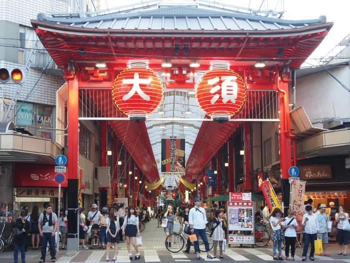 大須観音参りの際に、必ず立ち寄りたいのが大須商店街。活気あふれる商店街は一日では回りきれないほど。食べ歩きやお土産探しにもぴったりです。