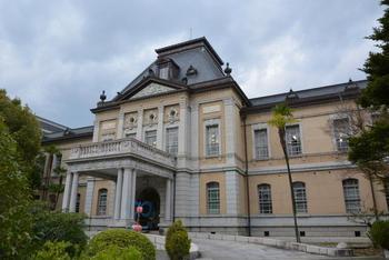 京都市上京区・京都府庁の敷地内にある旧本館は、重要文化財に指定されており、現役の官公庁建物としては日本最古となっています。