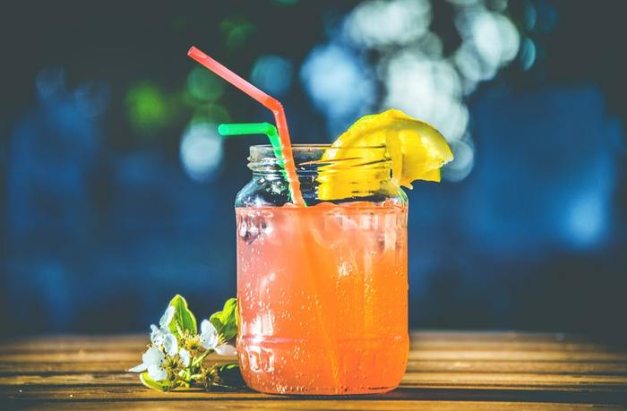 飲み会やパーティーはアルコールが多くなりがちですが、今回ご紹介したようなノンアルコールカクテルなら、見た目もきれいで皆が楽しめるドリンクもサーブできますね。  お酒が飲める人・飲めない人の垣根がなくみんなでそれぞれ楽しめる飲み物があれば、パーティーの盛り上がり方もきっと違うはず。  家族みんなで、お友達みんなで、ノンアルコールカクテルをぜひ楽しんでみてくださいね。