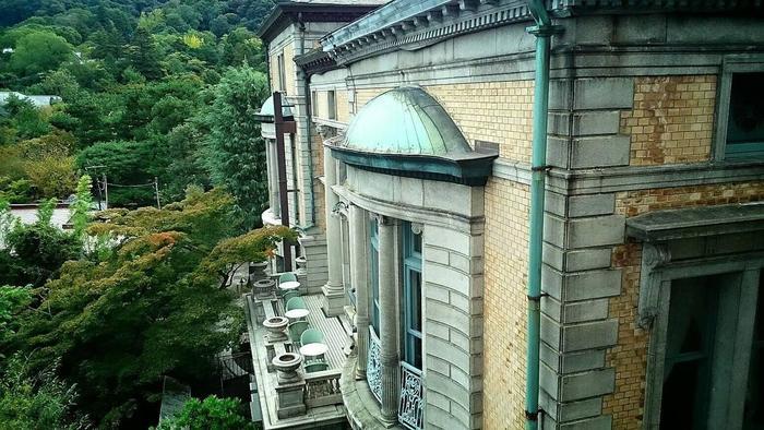 調度品も含めて京都市有形文化財に登録されており、ルネッサンス、ロココ、アール・ヌーヴォーといった様式がふんだんに取り入れられています。建物そのものが芸術作品のようです。