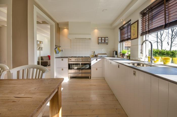 重曹とクエン酸を使えば、たくさんの掃除用具を揃える必要もなく、お手軽にキッチンをピカピカにできますよ。その効果をぜひ実感してみてくださいね。