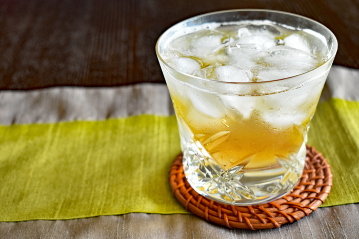 初夏には梅シロップを作るご家庭も多いかもしれません。いつもの梅シロップにリンゴ酢を加えて、よりすっきり爽やかなシロップ作りをしてみませんか?青梅とリンゴ酢のシロップは、何で割っても、飲みやすくて、とってもヘルシーです。