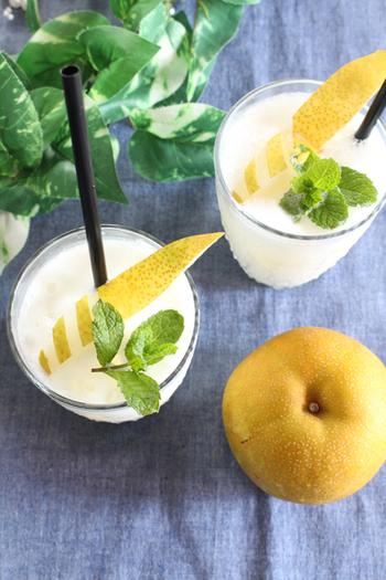 毎年8月ごろから梨の旬が始まります。ヨーグルト、はちみつ、レモン果汁を加えて、しっかりミキサーでペースト状にしましょう!甘さの加減は、はちみつを調整してくださいね。