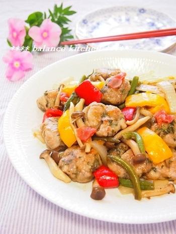 梅・大葉・レモンなどのさっぱりパワーを借りたり、彩り鮮やかな野菜たちを使って目でも楽しめるおかずを工夫したり…。夏のお弁当には、体をいたわる優しいアイデアをたくさん詰め込みましょう。