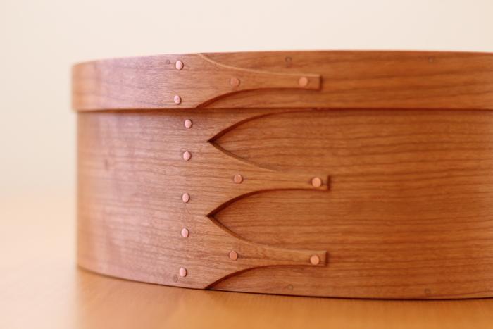 シェーカーボックスの特徴であるスワロウテイル。 ツバメの尾のような形がとってもキュートですね。