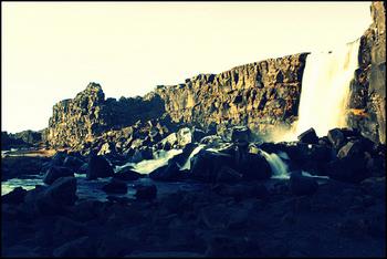 公園には滝も多くあります。  アイスランドを訪れる際は、ぜひ時間をとってこの公園を散策してみてください。 今までに見たことのない絶景が広がっていますよ。