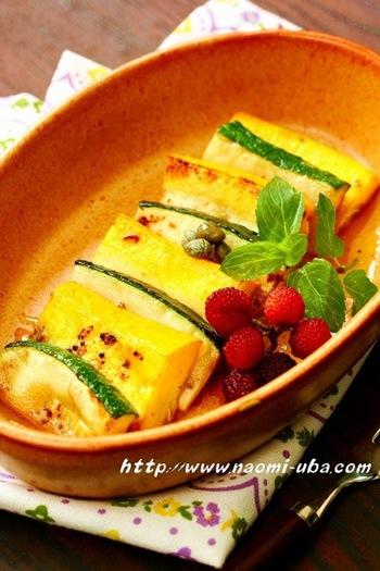 ズッキーニを炒めて作るホットサラダです。 からだに優しいレシピが食べたいとき、寒い時期にもぴったり。