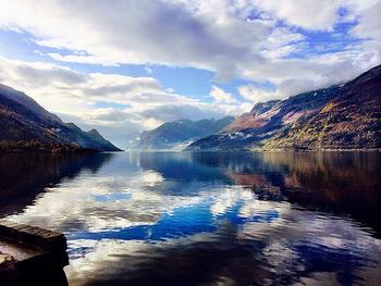 ノルウェーの西にある、「ガイランゲルフィヨルド」と「ネーロイフィヨルド」がノルウェーにある世界遺産として認められています。  ノルウェー第2の都市・ベルゲンにあるフィヨルド群で、特にこのフィヨルド群が最長・最深のものとして知られており、世界中から毎年多くの観光客が訪れています。