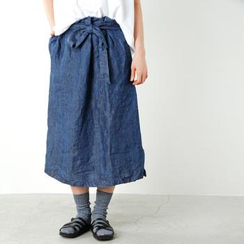 季節ごとにお洋服の素材を変えるように、靴下も気候に合わせて快適な一足を選びたいですね。リネンの含まれた靴下なら、さらりと快適に夏の足元を覆ってくれます。ちょっとした違いで、毎日を快適に過ごせそうです。