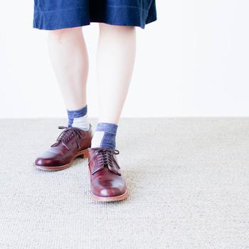 履くと足元のアクセントにちょどいい存在感。マニッシュな革靴にも良く合いますね。