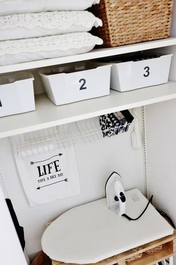 クローゼットなどの収納スペースの中も、空間を有効活用してバッグをかけたり、ラックを吊るしておくことで、収納力がアップします。
