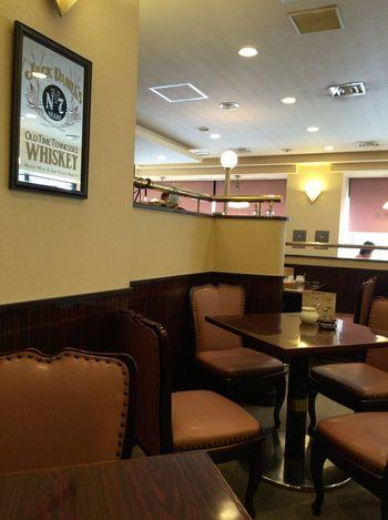 JR池袋駅東口から徒歩5分ほどの距離、ヤマダ電機のすぐ近くにあるこちらの喫茶店。古き良き時代の喫茶店という雰囲気があり、のんびりと時間を過ごすのにおすすめです。チェーン喫茶店の多い池袋では穴場的な喫茶店なんですよ。