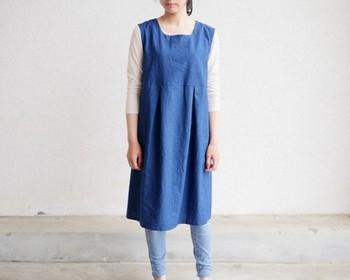 夏こそたくさん着たくなる藍染めの服たち。涼しい見た目だけでなく、どこか柔らかな雰囲気を出してくれます。  素材を生かして、夏らしいファッションをぜひ楽しんでみてはいかがでしょうか♪