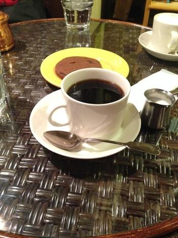 古本と、こだわりのオーガニックコーヒーと、自家製の焼き菓子で、ぜひ美味しいひと時を。