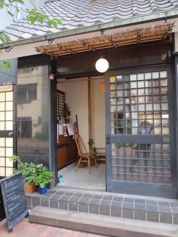 浅草駅から徒歩12、3分。ルスルスのお菓子をイートインできるこちらのお店はファンには有名なお店なんです。ただ、繁忙期には一時的にイートインコーナーを閉鎖していることもあるので、ご注意を。