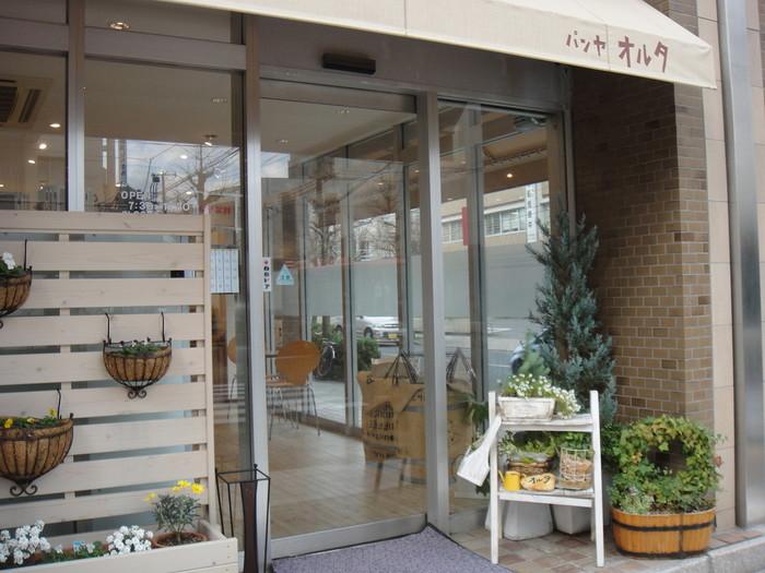 中央区寄居町、古町エリア新潟警察署向かいのマンション1階にお店を構える「パンヤオルタ」。ナチュラルな雰囲気が魅力の可愛いパン屋さんです。
