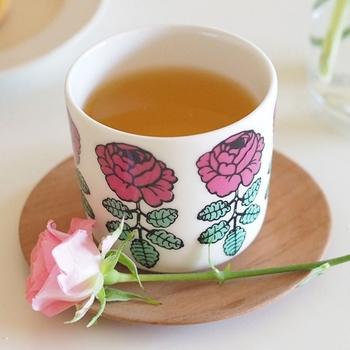 ムーミン同様、北欧の代名詞のようなマリメッコ。女性らしいバラがデザインされたこちらのカップは、何と日本限定カラー。1つテーブルにのっているだけで、一気に華やかになりそうです。