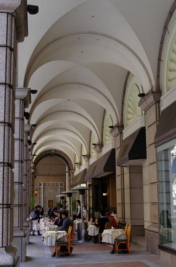 道行く人もなんだかおしゃれ!歩き疲れたら、オープンカフェやテラスで休憩するのもいいですね。