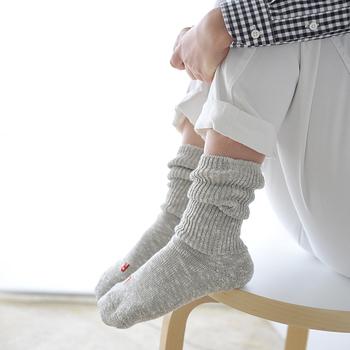 冬の間はウールなどあたたか素材のソックスを履いていたけど、初夏からはさらりと快適な通気性の良いリネンやコットンのソックスが履きたくなります。