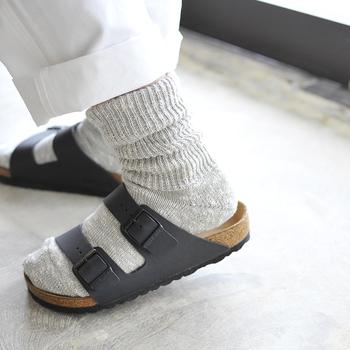 さらりとしたやさしい肌触りで、通気性・吸湿性が高く、ムレにくく気持ちのよい履き心地。ウォーキングやスポーツにもおすすめです。