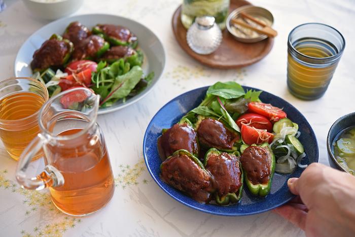 冨田さんはイッタラのプレートをチョイス。北欧食器とも相性抜群です。和食でありながら、洋食屋さんのおかずプレートみたいで食卓が楽しい雰囲気になりますね!