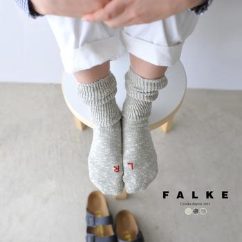 「FALKE(ファルケ)」は、1895年franz falke氏によって、ドイツで設立された靴下メーカー。ヨーロッパでは心地よいフィット感と歩きやすさから大変人気のある定番ブランドの1つになっています。