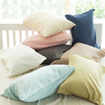 枕カバーも夏仕様にチェンジすれば、もっと健やかな眠りに…♪ こちらはダブルガーゼの柔らかな肌触りの枕カバー。洗いを重ねるほど柔らかくなるので、どんどん愛着が沸いてくるはずです。