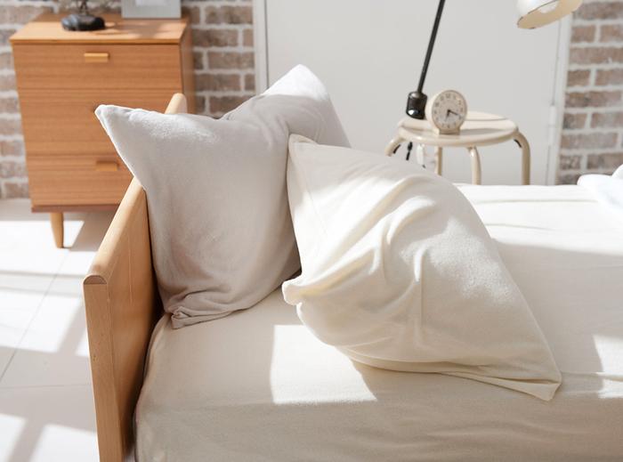 「夏もぐっすり眠りたい!」 そんな時は、いつものブランケットや枕などを心地良いものににチェンジ。さらに、眠る前に快眠へ導くちょっとしたルールがあれば、ジメジメした夜もぐっすりと眠ることができるはずです…♪