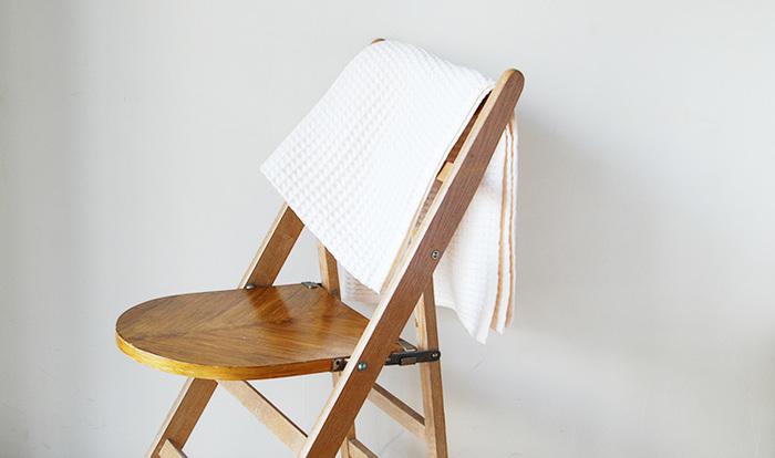 ふんわりと柔らかな『コットン』素材は、触れているだけで心地良い気分に♪ワッフル織りのブランケットは、軽やかな掛け心地。汗をかいてもさらりとした手触りはそのままです♪