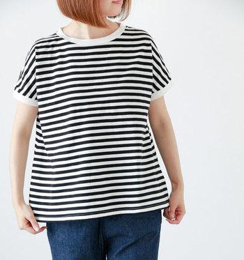 定番の『ボーダーTシャツ』は、シンプルコーデはもちろん、夏らしい爽やかなマリンスタイルにも欠かせないマストアイテム。ボーダーのピッチやカラー、ネックライン、シルエットによって雰囲気が変わるので、自分のスタイルに合ったものを取り入れてみて下さいね。