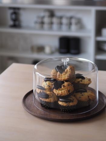ガラスドームは食材にも使えます。ホームパーティーなどはワンランク上のテーブルウェアで楽しんでみませんか?