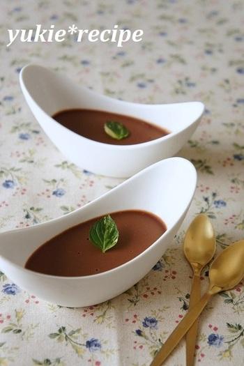 卵も生クリームも不使用のチョコレートババロアです。 冷たいババロアは、夏のおやつにもぴったりですね。