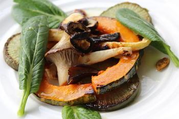 上記の干し野菜を焼き、ソースをかけるだけでこんなに美味しそうな干し野菜レシピの感性です。付け合わせでも◎ですが、これだけで十分なごちそうになりそう。