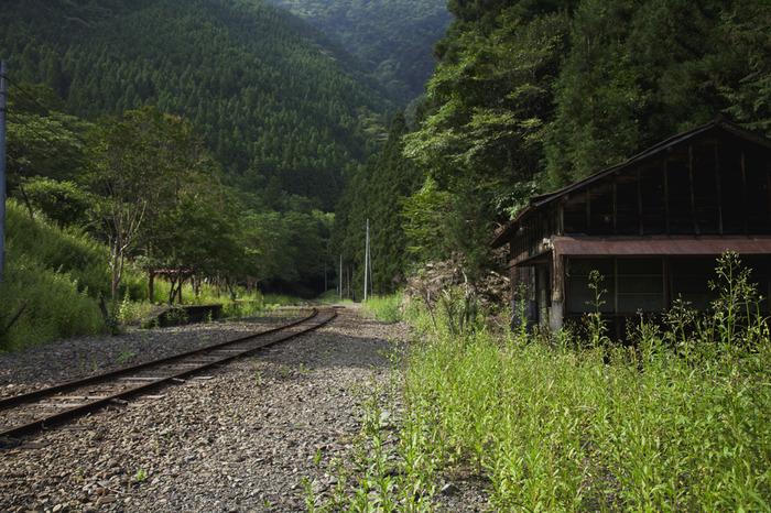 尾盛駅は、秘境駅訪問家の牛山隆信が、「日本で2位」に指定した大井川鐵道沿線の無人駅です。