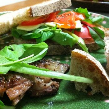 オージービーフの国ですから、サンドイッチもステーキが具になることが多いオーストラリア。豪快に楽しみたいサンドイッチです。