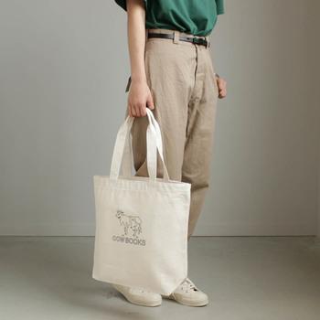 ドイツでは、昔からスーパーでの買い物袋が有料だったため、日本よりもずっと前からエコバッグを持参することが当たり前。いつでも買い物ができるように、鞄の中はもちろん車の中などのあちこちに持っているそうです。