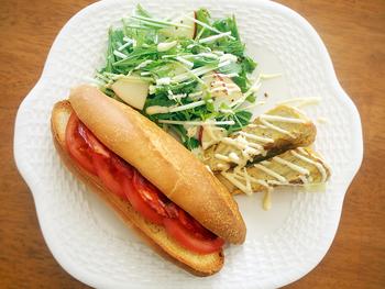 【ボカディージョのレシピ】 こちらは、ボカディージョとともにスペイン風オムレツなど盛り合わせたスパニッシュプレートのレシピです。本場のバルやカフェで楽しむように、がぶりとほおばりたいですね。