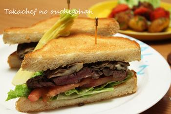 【ステーキサンドのレシピ】 こちらは、赤ワインやバターとともに大根おろしなども使った和洋コラボの味付け。ステーキサンドのパンは、トーストした方が美味しいそうです。