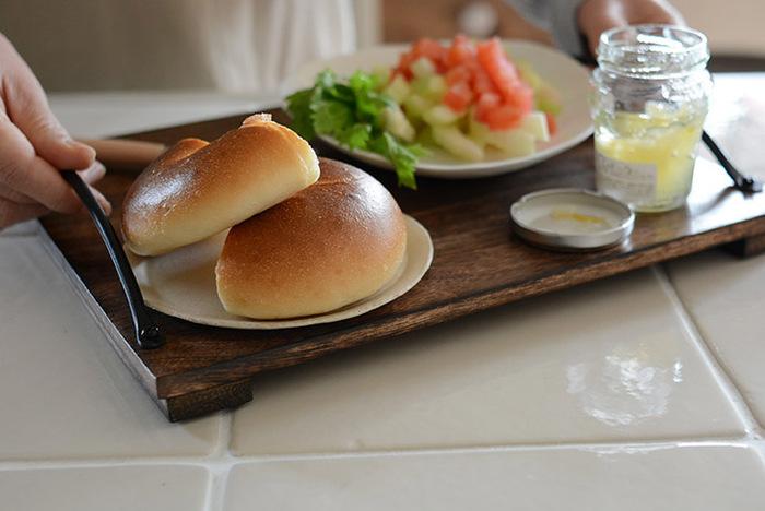 1人分の朝食にちょうどいいサイズ。パンがやっぱりよく似合います♪慌しくささっと済ませたい時も、のせるだけでしっかりとした朝ご飯に演出してくれます。落ち着いた心で食べられそうですね。