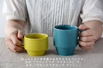 無骨さとスマートさが織り交ざった独特な雰囲気が魅力的のHASAMIのカップ。その名の通り、長崎の波佐見焼のブランド。丈夫で使い勝手の良いマグカップは、9色揃ったカラフルなバリエーション。複数揃えて、気分によって使い分ける楽しみが増えますよ。