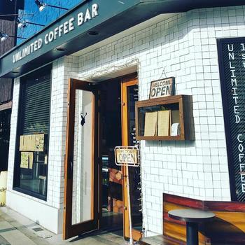 スカイツリーのたもとにあるカフェ「UNLIMITED COFFEE BAR」は、プロフェッショナルバリスタによるスペシャルティコーヒーを頂けます。2015年の7月にオープンのお店で、様々な種類のコーヒーと、コーヒーを使ったお酒や、食事も楽しめます。