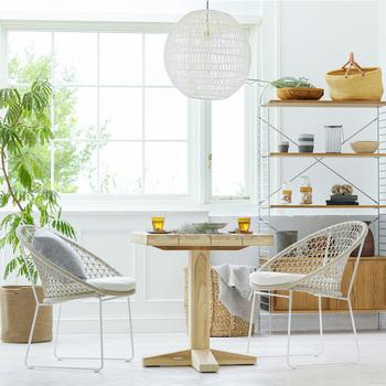 いかがでしたか?インテリアを天然素材に変えたり、ガラスや透け感のあるアイテムを取り入れるだけで清涼感のあるお部屋を作れますよ。天然素材の香りもさらに爽やかな空間を演出してくれることでしょう。ぜひ、参考にしてみてくださいね。