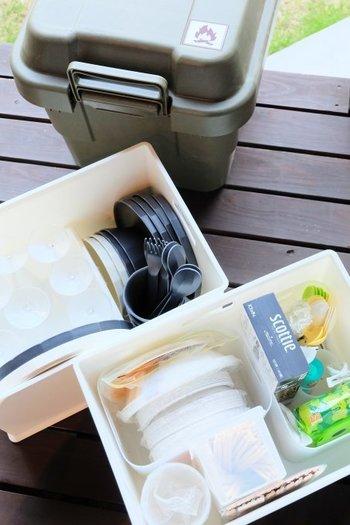 BBQやアウトドア用食器など、シーン別のボックスは、使う時にまるごと持ち出し、使ったら洗ってそのまま収納するだけ!